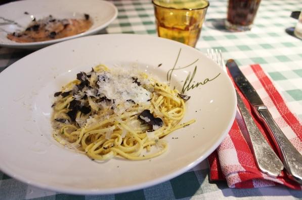 spaghetti-huevo-escalfado-trufa-fellina-madrid-restaurantes-italianos